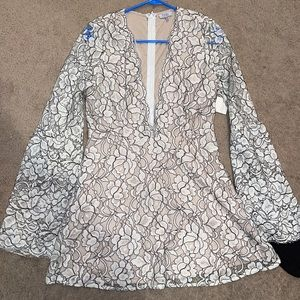 TOBI LACE DRESS. Size Medium.